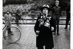 Kerkstraat met Jan de Roos 1960